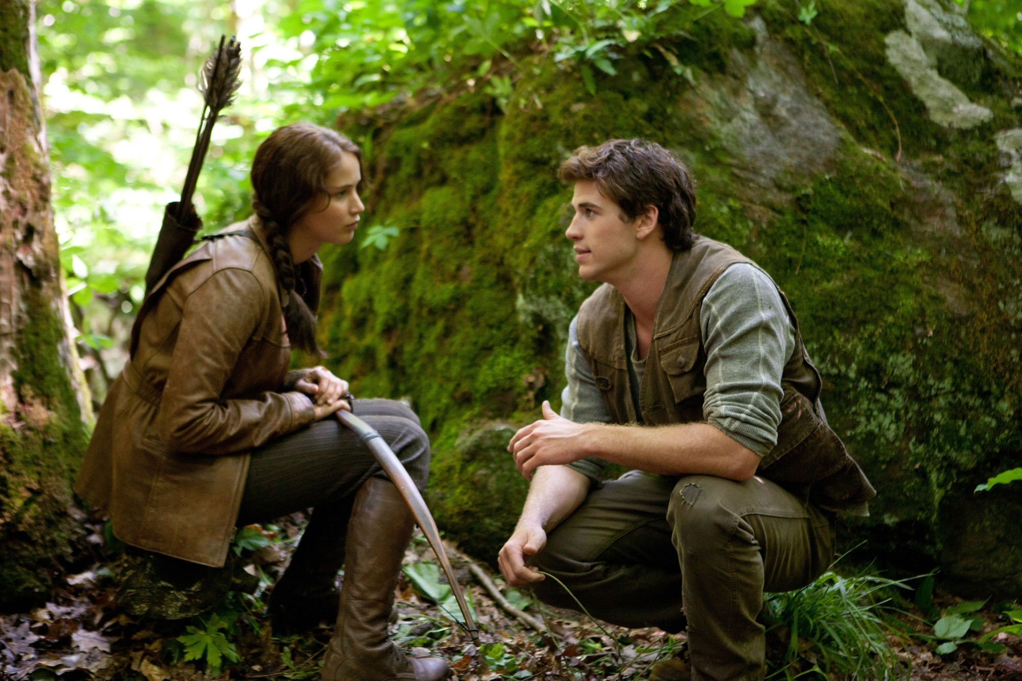 Jennifer-Lawrence-stars-as-Katniss-Everdeen-and-Liam-Hemsworth-stars-as-Gale-Hawthorne-in-The-Hunger-Games-2012
