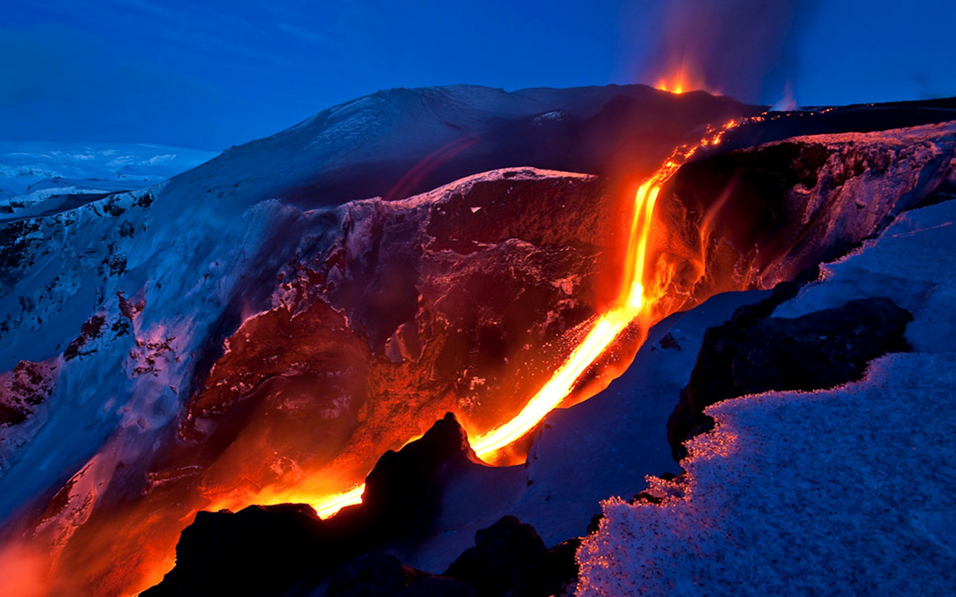snow-lava-izberzhenie-magma-temperature-mountains-slopes-of-the-volcano-evening-channel-flow